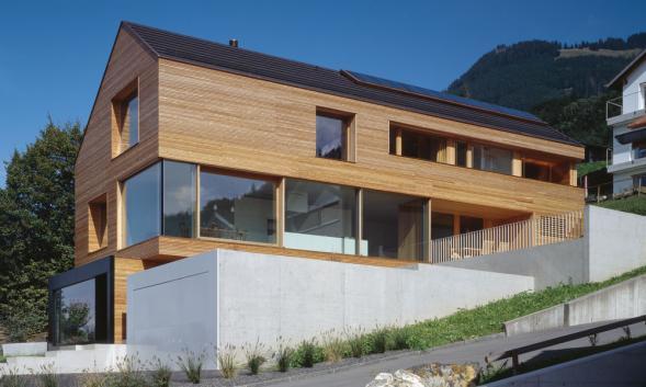 Moderní dům se sedlovou střechou v Lichtenštejnsku