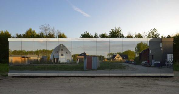 Mirror house v Almere