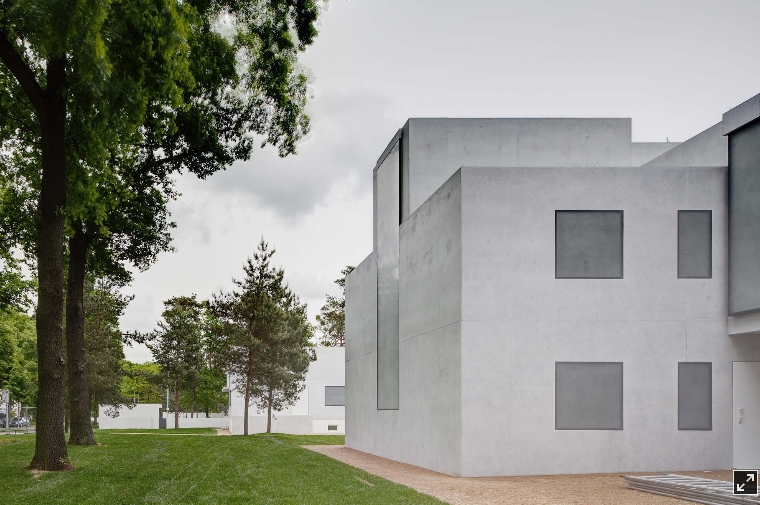 the bauhaus essay Bauhaus essay the bauhaus is a school in germany, ran by walter gropius it opened april 1919, which was around the time were they where recovering from losing the first world war.