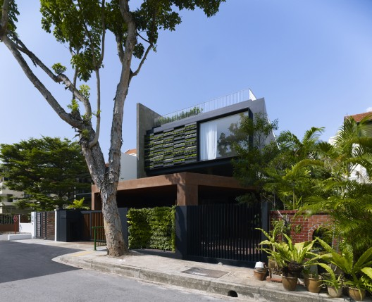 House with Maximal Garden in Singapore