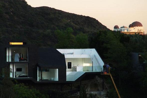 Black House in the Slope in Hollywood