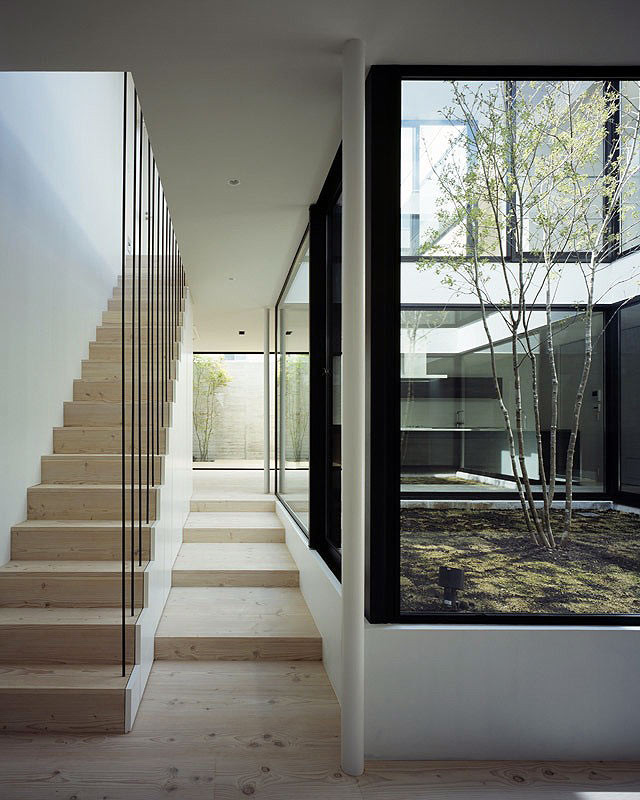 Gallery of the post shift house architektura a design adg for Patios minimalistas